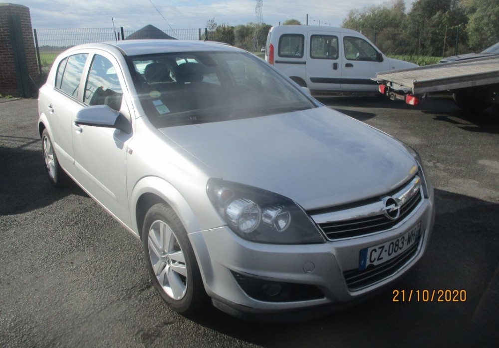 Opel Astra 1.6 115ch Twinport Cosmo 5p